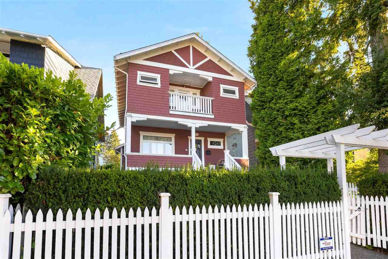 """Main Photo: 858 E 32ND Avenue in Vancouver: Fraser VE House for sale in """"Fraser"""" (Vancouver East)  : MLS®# R2574823"""