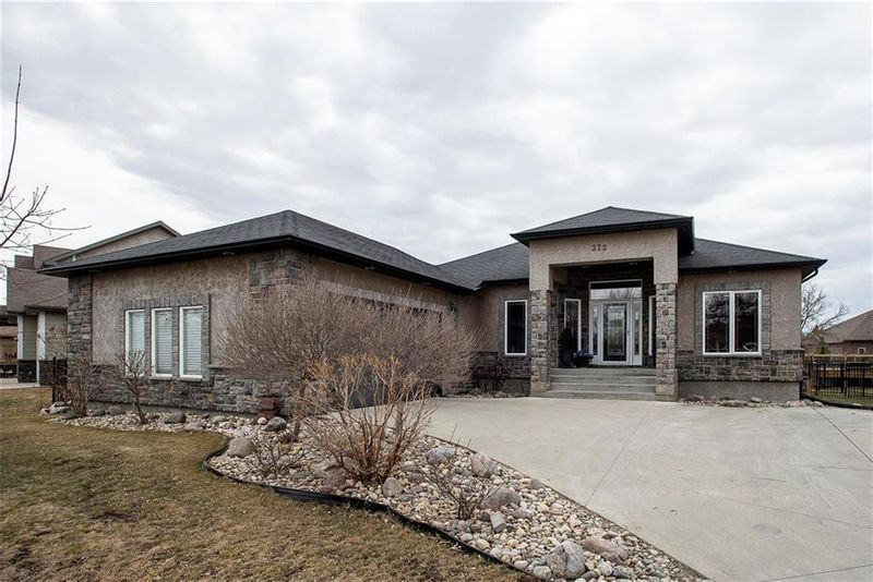 FEATURED LISTING: 372 Oak Forest Crescent Winnipeg