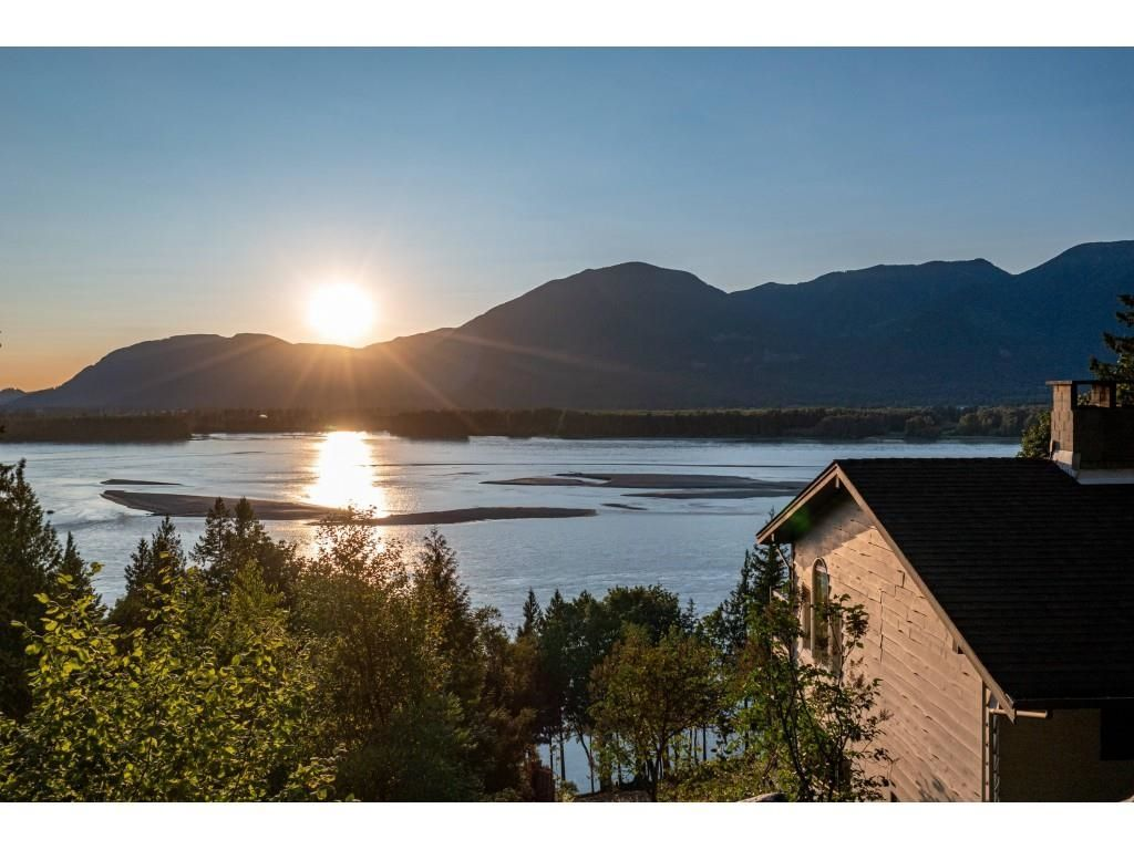 Main Photo: 43015 OLD ORCHARD Road in Chilliwack: Chilliwack Mountain House for sale : MLS®# R2607290