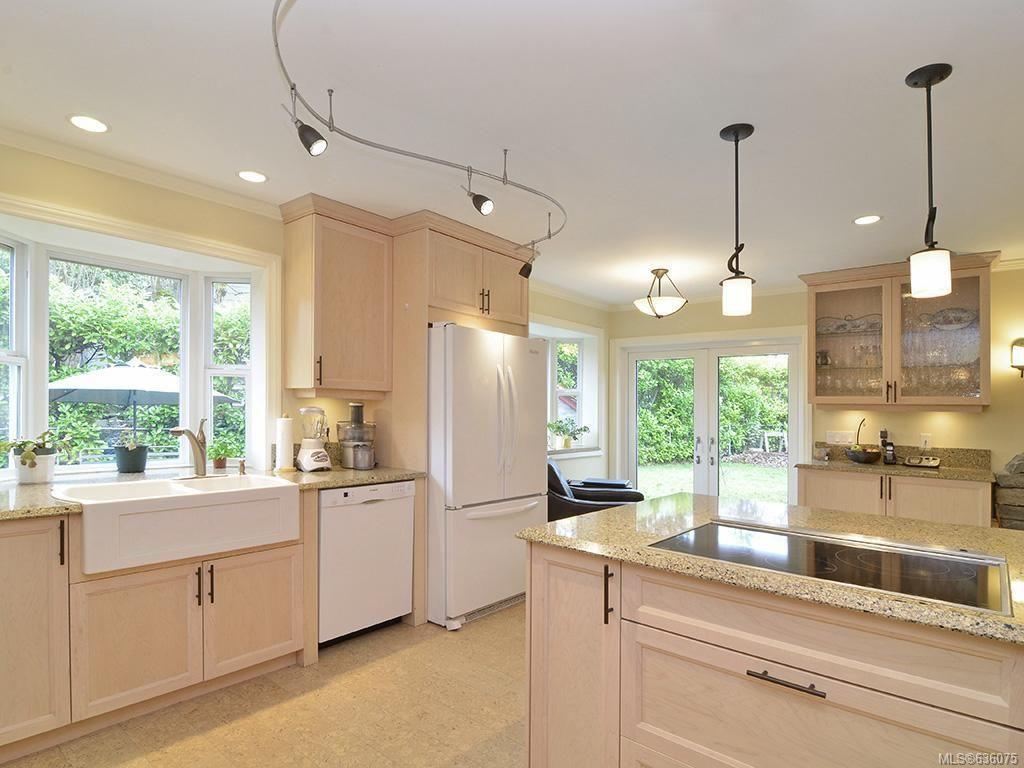 Main Photo: 7029 Wallace Dr in Central Saanich: CS Brentwood Bay House for sale : MLS®# 636075