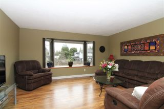 """Photo 3: 12236 MCMYN Avenue in Pitt Meadows: Mid Meadows House for sale in """"SOMMERSET"""" : MLS®# R2253443"""