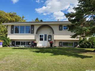 Photo 2: 1351 McKay Drive in Prince Albert: Crescent Heights Residential for sale : MLS®# SK870439