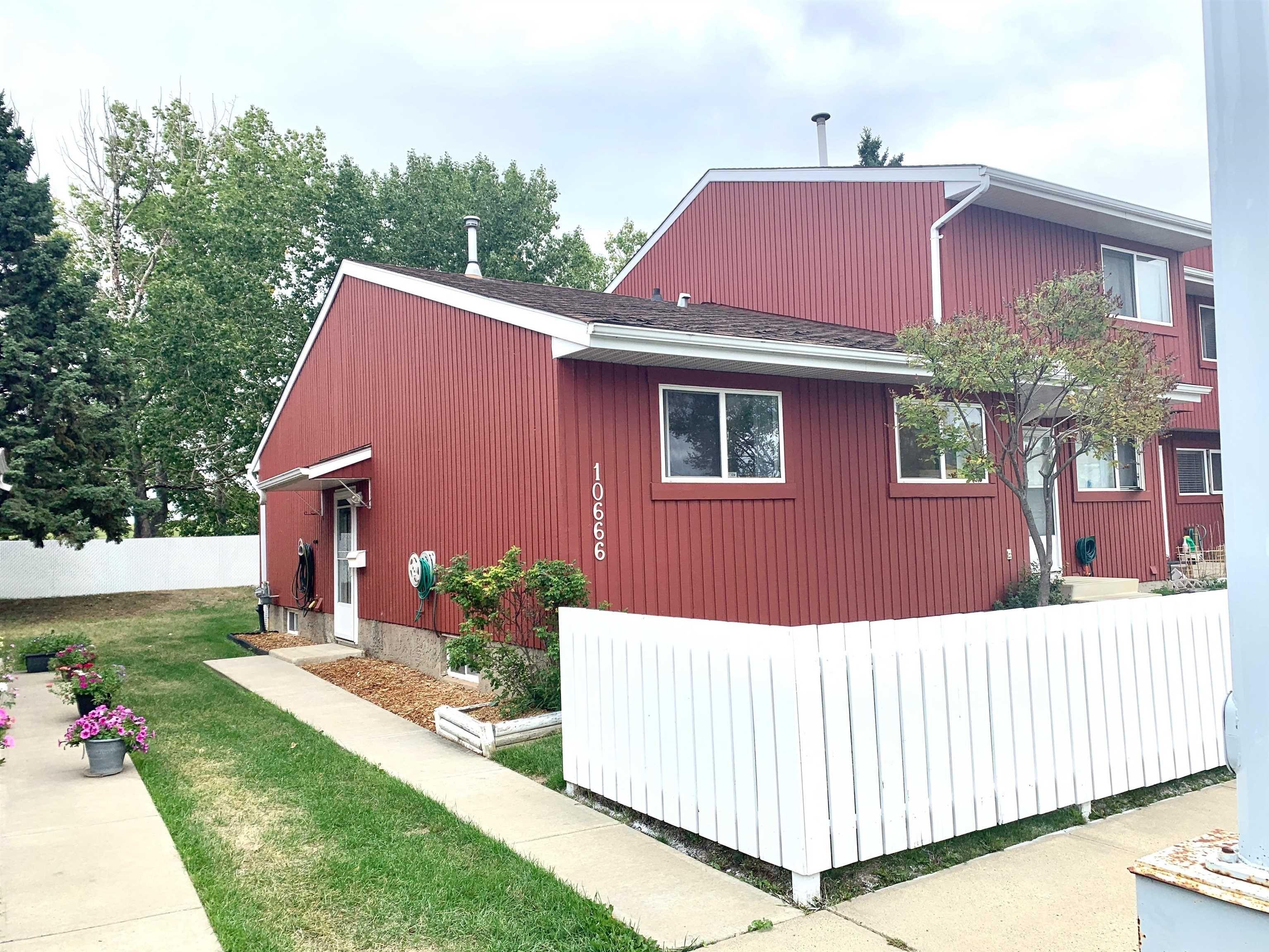 Main Photo: 10666 BEAUMARIS Road NW in Edmonton: Zone 27 Townhouse for sale : MLS®# E4262473