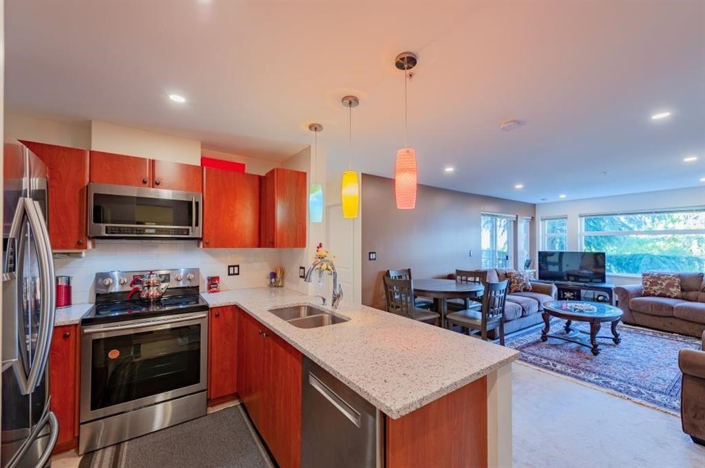 Main Photo: 320 6508 DENBIGH Avenue in Burnaby: Forest Glen BS Condo for sale (Burnaby South)  : MLS®# R2562628