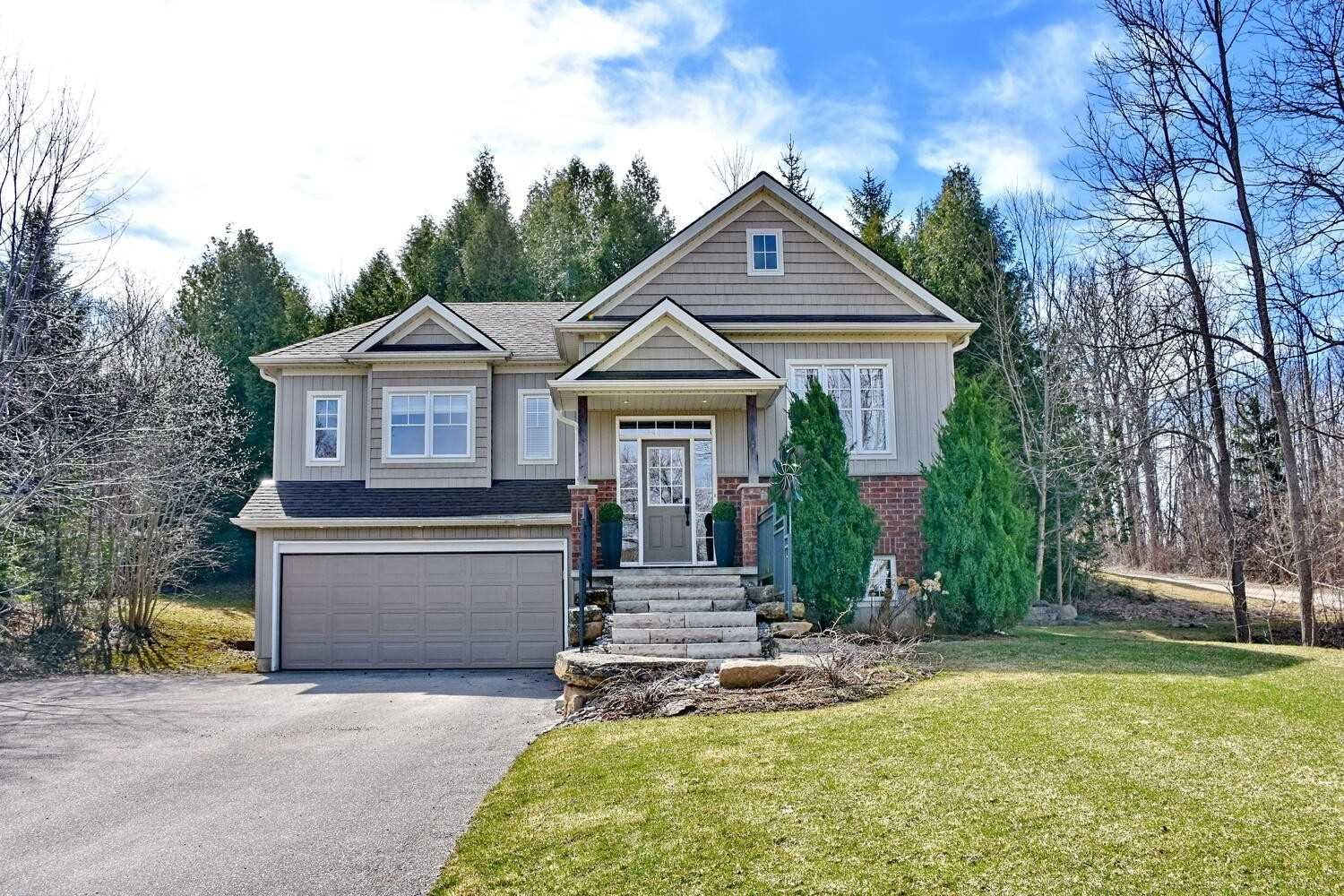Main Photo: 102 Faircrest Lane in Blue Mountains: Blue Mountain Resort Area House (Bungalow-Raised) for sale : MLS®# X5174539