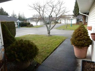 """Photo 2: 2 767 NORTH Road in Gibsons: Gibsons & Area Townhouse for sale in """"North Oaks"""" (Sunshine Coast)  : MLS®# R2133128"""