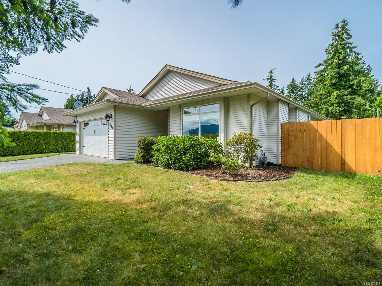 Main Photo: 3614 Victoria Ave in : Na Uplands House for sale (Nanaimo)  : MLS®# 879628