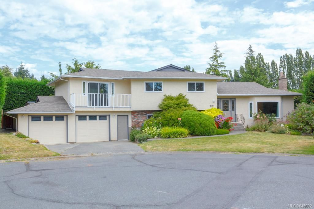 Main Photo: 7219 Tantalon Pl in Central Saanich: CS Brentwood Bay House for sale : MLS®# 845092