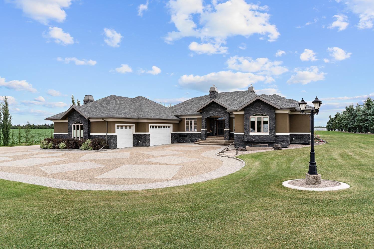 Main Photo: 98 CROZIER Drive: Rural Sturgeon County House for sale : MLS®# E4253581