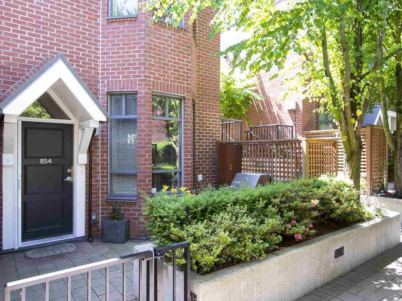 """Main Photo: 854 W 6TH Avenue in Vancouver: Fairview VW Townhouse for sale in """"BOXWOOD GREEN"""" (Vancouver West)  : MLS®# R2184606"""