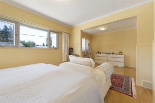 """Photo 11: 919 DUNDONALD Drive in Port Moody: Glenayre House for sale in """"Glenayre"""" : MLS®# R2353817"""