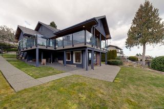 Photo 2: 8735 Pender Park Dr in North Saanich: NS Dean Park House for sale : MLS®# 868899
