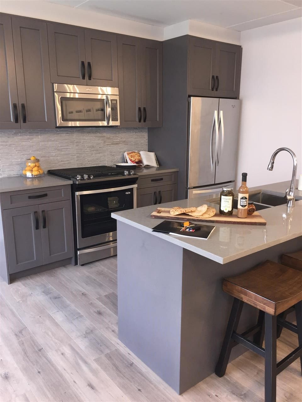 """Photo 3: Photos: 38 1188 MAIN Street in Squamish: Downtown SQ Townhouse for sale in """"SOLEIL AT COASTAL VILLAGE"""" : MLS®# R2201873"""