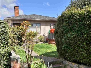 Photo 2: 737 W 68TH Avenue in Vancouver: Marpole House for sale (Vancouver West)  : MLS®# R2565437