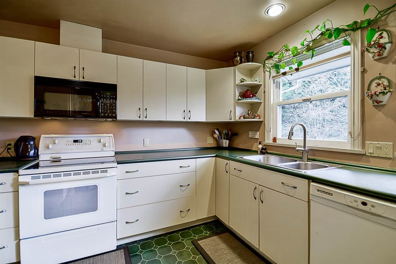 """Photo 7: Photos: 10969 86A Avenue in Delta: Nordel House for sale in """"Nordel"""" (N. Delta)  : MLS®# R2135057"""