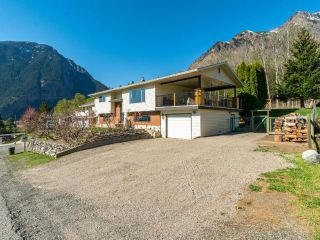 Photo 2: 905 COLUMBIA STREET: Lillooet House for sale (South West)  : MLS®# 161606