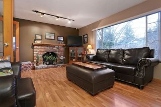"""Photo 2: 16975 JERSEY Drive in Surrey: Cloverdale BC House for sale in """"JERSEY HILLS"""" (Cloverdale)  : MLS®# R2025233"""
