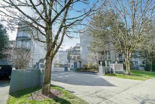 """Main Photo: 26 7345 SANDBORNE Avenue in Burnaby: South Slope Townhouse for sale in """"Sandborne Woods"""" (Burnaby South)  : MLS®# R2581839"""