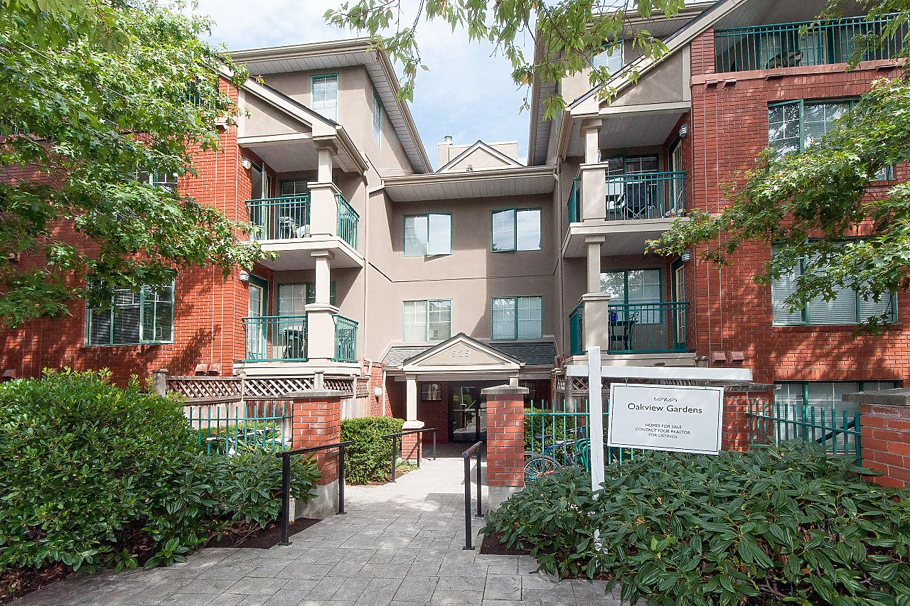 """Main Photo: 106 929 W 16TH Avenue in Vancouver: Fairview VW Condo for sale in """"OAKVIEW GARDENS"""" (Vancouver West)  : MLS®# R2223791"""