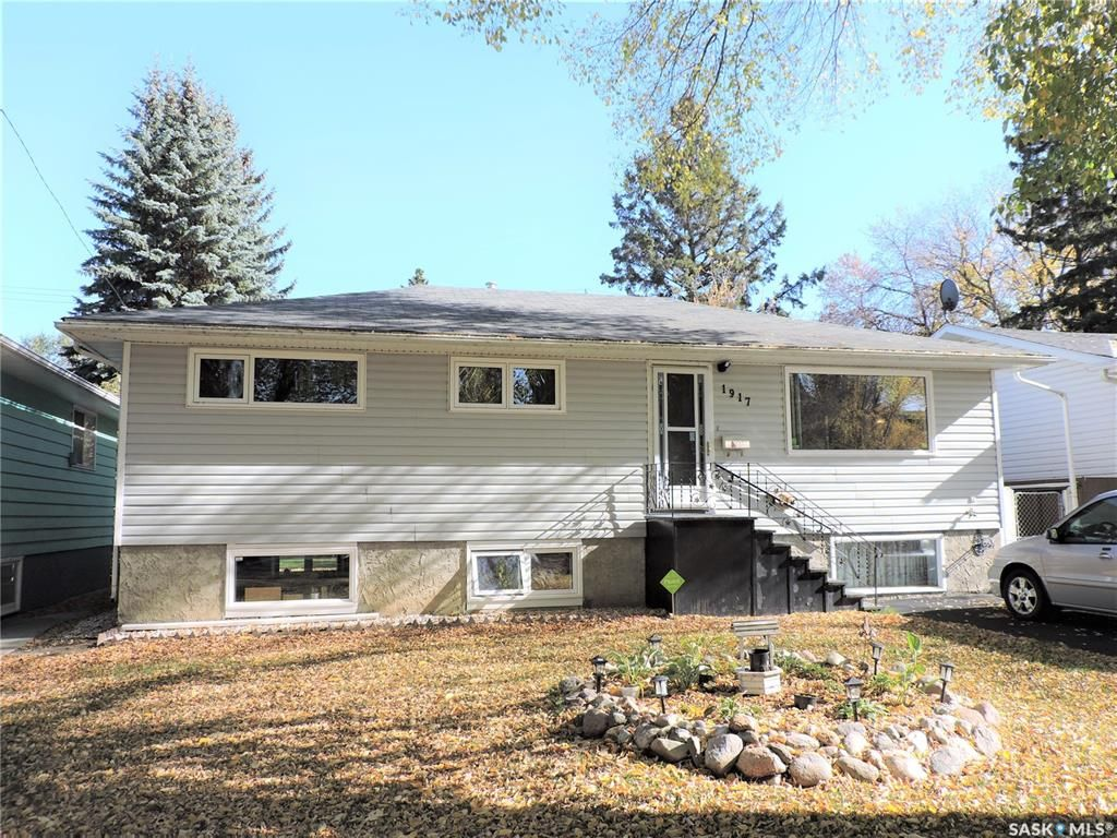 Main Photo: 1917 St Charles Avenue in Saskatoon: Exhibition Residential for sale : MLS®# SK873625