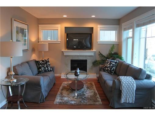 Photo 4: Photos: 3354 Langrish Mews in VICTORIA: La Walfred House for sale (Langford)  : MLS®# 748509