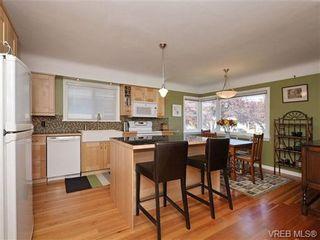 Photo 2: 2544 Shakespeare St in VICTORIA: Vi Oaklands House for sale (Victoria)  : MLS®# 702411