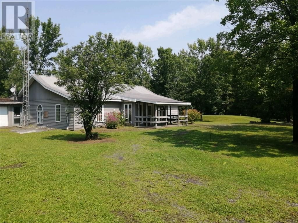 Main Photo: 19548 LAPIERRE ROAD in South Glengarry: House for sale : MLS®# 1252832