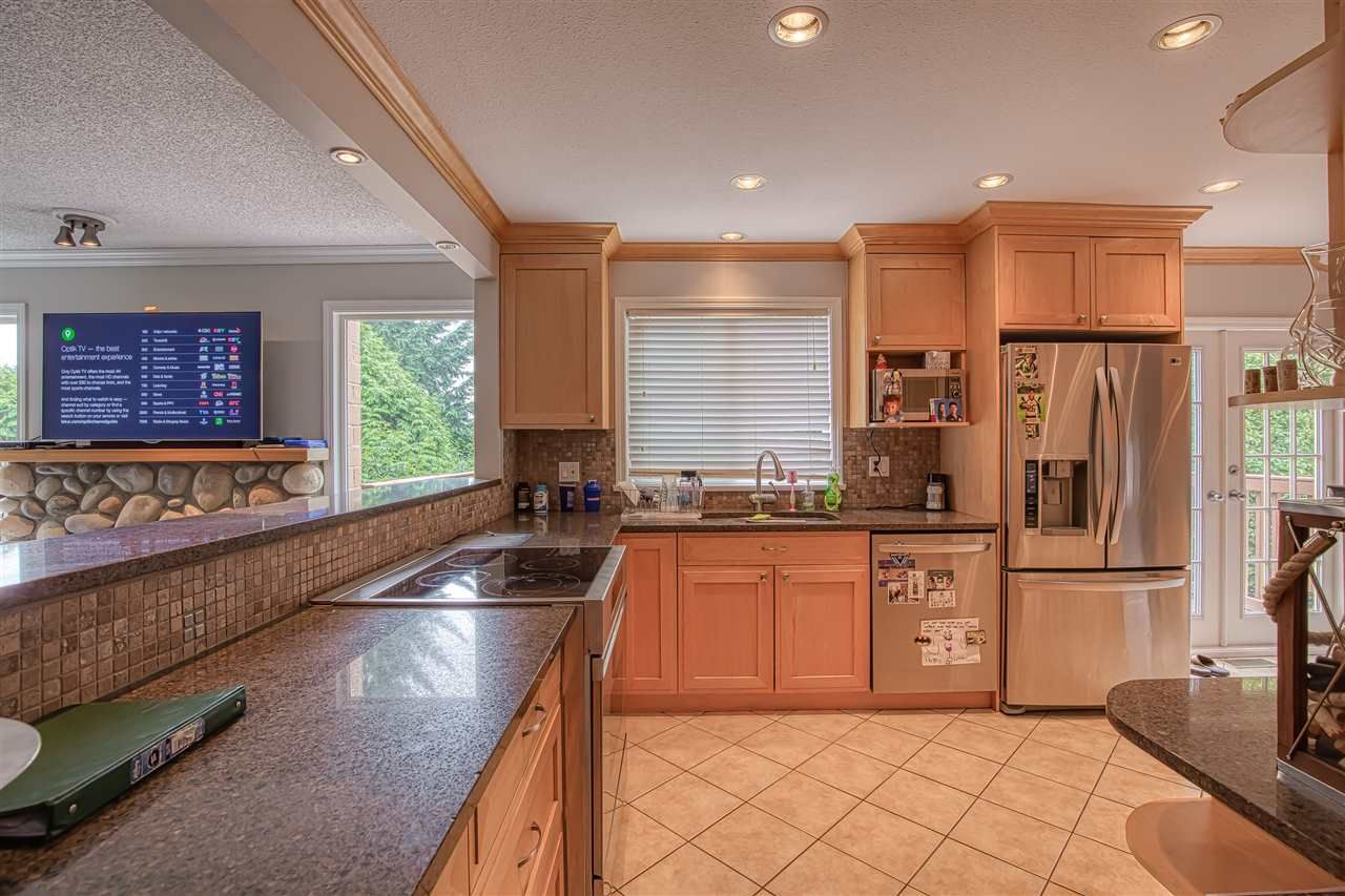 """Photo 5: Photos: 8137 WILTSHIRE BOULEVARD Boulevard in Delta: Nordel House for sale in """"Canterbury Heights"""" (N. Delta)  : MLS®# R2474823"""
