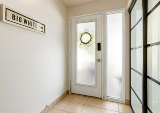 Photo 2: 19 Coachway Green SW in Calgary: Coach Hill Row/Townhouse for sale : MLS®# A1144999