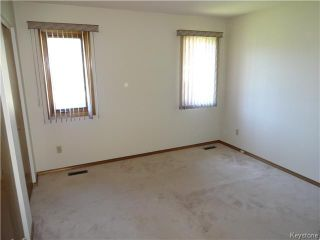 Photo 7: 236 Kimberly Avenue in Winnipeg: East Kildonan Residential for sale (North East Winnipeg)  : MLS®# 1611592