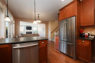 Photo 8: 4010 South Valley Dr in : SW Strawberry Vale House for sale (Saanich West)  : MLS®# 857679