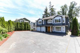 Photo 2: 8060 BLUEBELL Street in Mission: Mission BC House for sale : MLS®# R2376740
