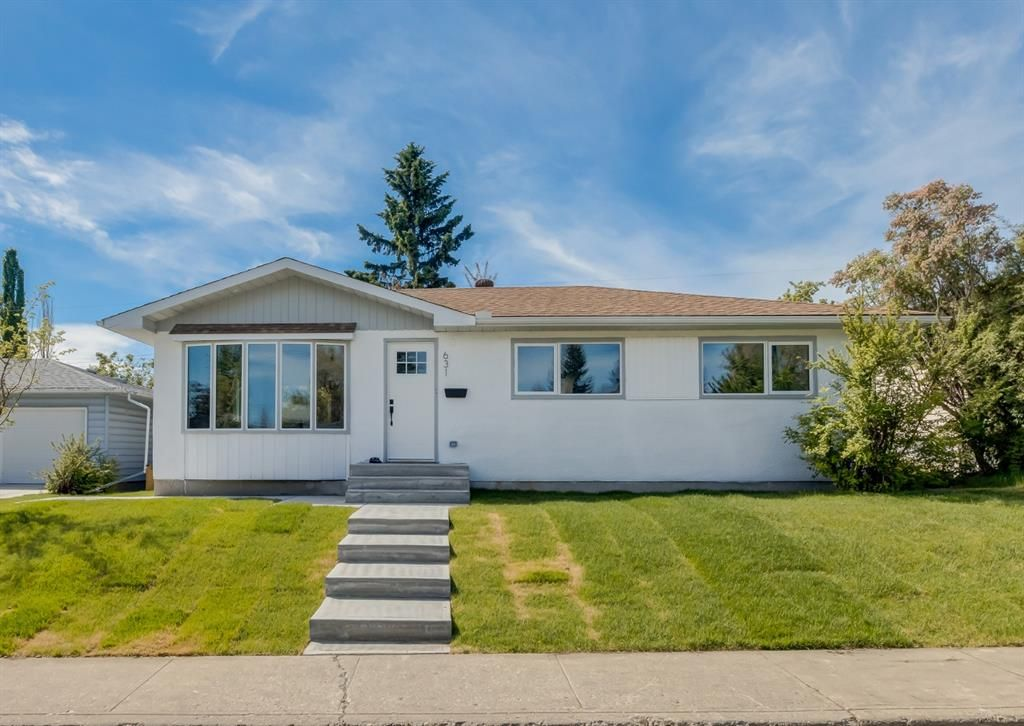 Main Photo: 631 75 Avenue SW in Calgary: Kingsland Detached for sale : MLS®# A1119477