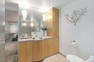 """Photo 15: 2411 W 1ST Avenue in Vancouver: Kitsilano Townhouse for sale in """"BAYSIDE MANOR"""" (Vancouver West)  : MLS®# R2408792"""