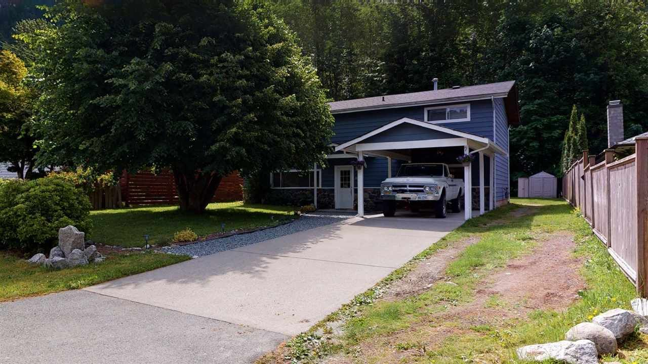 Main Photo: 38132 GUILFORD Drive in Squamish: Valleycliffe House for sale : MLS®# R2591319