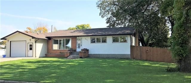 Main Photo: 510 Laurier Avenue in Killarney: House for sale