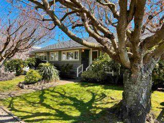 Photo 3: 1066 CYPRESS STREET: White Rock House for sale (South Surrey White Rock)  : MLS®# R2579690