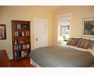 """Photo 5: 857 W 17TH Avenue in Vancouver: Cambie 1/2 Duplex for sale in """"DOUGLAS PARK"""" (Vancouver West)  : MLS®# V756661"""