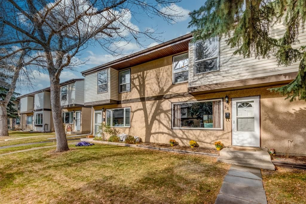 Main Photo: 51 630 Sabrina Road SW in Calgary: Southwood Row/Townhouse for sale : MLS®# A1154291