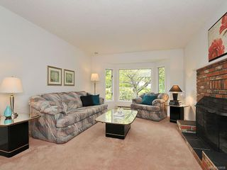 Photo 2: 423 Creed Pl in View Royal: VR Hospital House for sale : MLS®# 619958