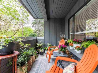 """Photo 2: 202 2885 SPRUCE Street in Vancouver: Fairview VW Condo for sale in """"Fairview Gardens"""" (Vancouver West)  : MLS®# R2572384"""
