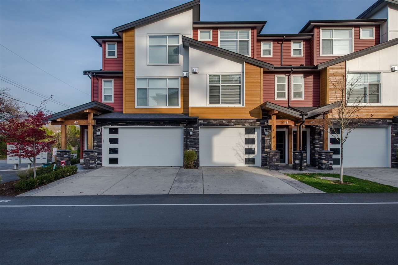 Main Photo: 41 46570 MACKEN AVENUE in Chilliwack: Chilliwack N Yale-Well Townhouse for sale : MLS®# R2531734