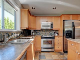 Photo 11: 1279 Knockan Dr in : SW Strawberry Vale House for sale (Saanich West)  : MLS®# 877596