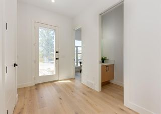 Photo 4: 1106 22 Avenue NW in Calgary: Capitol Hill Detached for sale : MLS®# A1120272