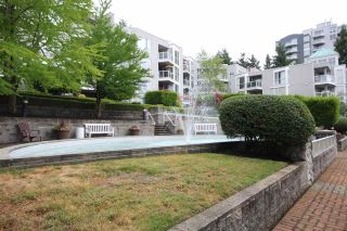 Photo 14: 204 8420 JELLICOE Street in Vancouver: South Marine Condo for sale (Vancouver East)  : MLS®# R2401979