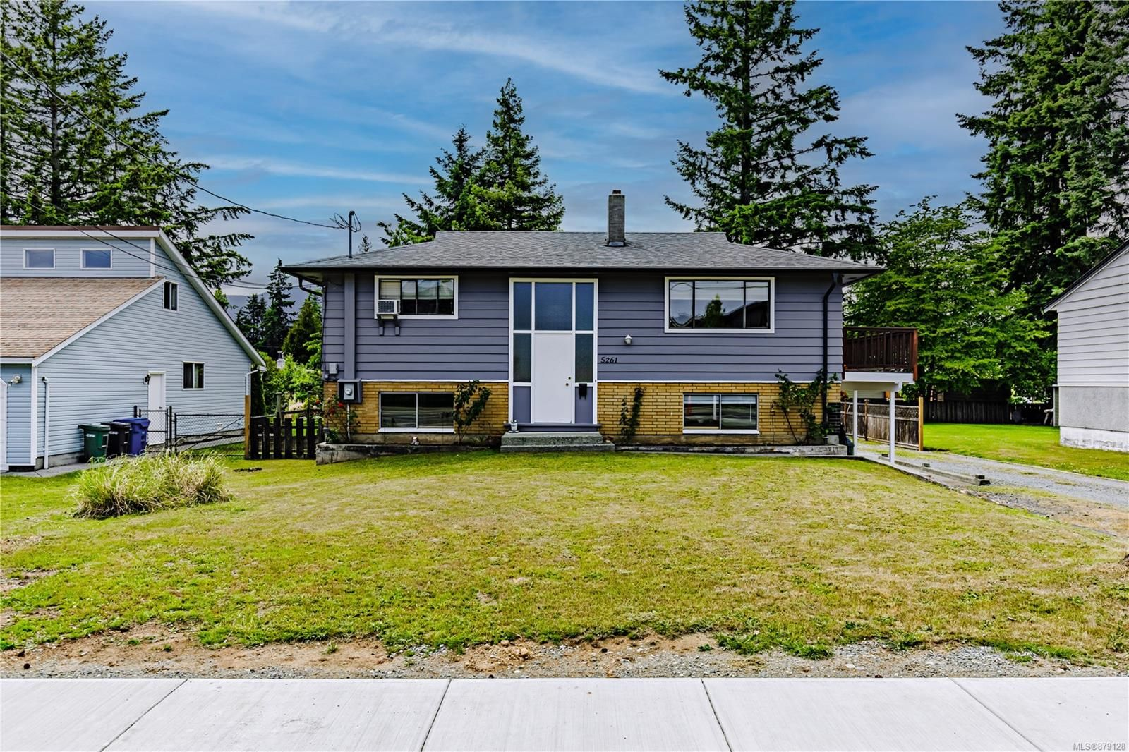 Main Photo: 5261 Metral Dr in : Na Pleasant Valley House for sale (Nanaimo)  : MLS®# 879128