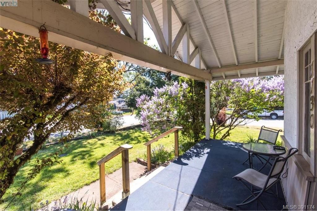 Photo 2: Photos: 1130 Goldstream Ave in VICTORIA: La Langford Lake House for sale (Langford)  : MLS®# 786306
