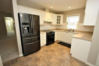 Photo 3: 5233 Arbour Cres in : Na North Nanaimo Row/Townhouse for sale (Nanaimo)  : MLS®# 877081