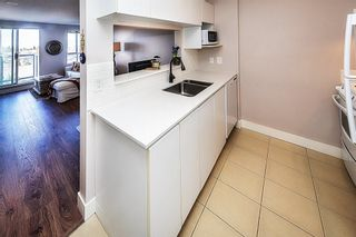 """Photo 5: 806 3455 ASCOT Place in Vancouver: Collingwood VE Condo for sale in """"QUEEN COURT"""" (Vancouver East)  : MLS®# R2445235"""