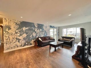 "Photo 12: 301 1381 MARTIN Street: White Rock Condo for sale in ""CHESTNUT VILLAGE"" (South Surrey White Rock)  : MLS®# R2575498"
